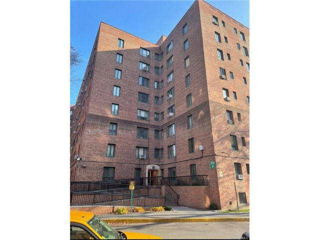 3 BR,  1.00 BTH  Mid rise style home in Parkchester