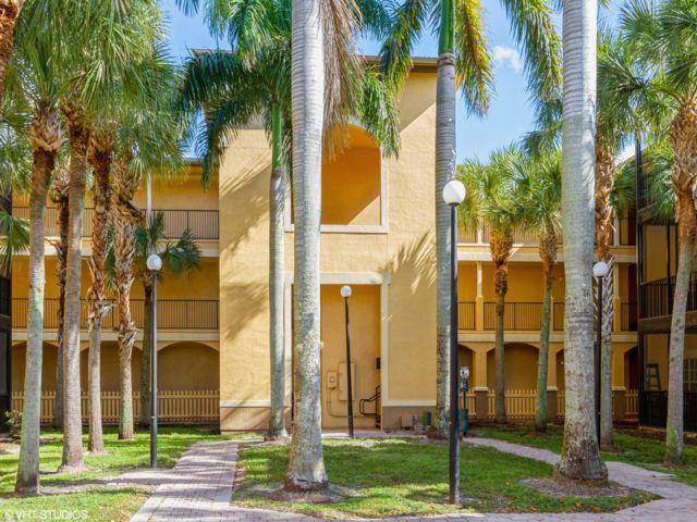 2 BR,  2.00 BTH Condo style home in Tampa