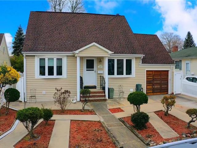 3 BR,  2.00 BTH Single family style home in Oakwood