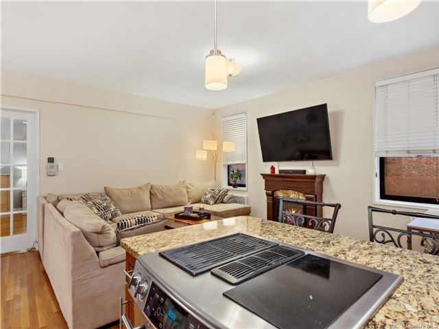 1 BR,  1.00 BTH  High rise style home in White Plains