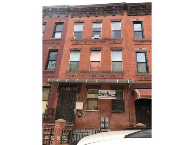 3 BR,  1.00 BTH Multi-family style home in Park Slope