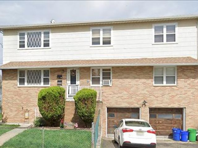 3 BR,  1.00 BTH  Apartment style home in Nutley