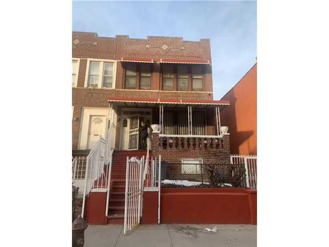 7 BR,  3.00 BTH  Multi-family style home in Crown Heights