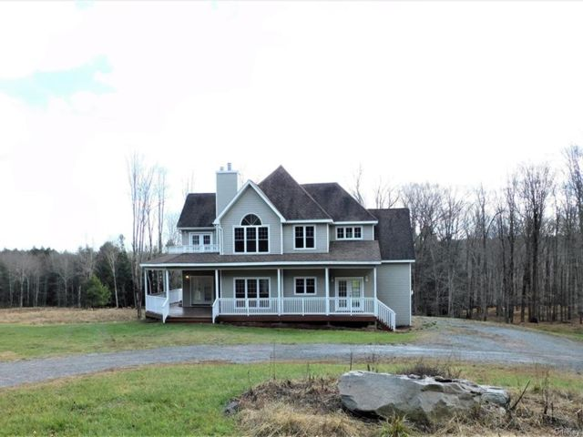 3 BR,  4.00 BTH Colonial style home in Bethel