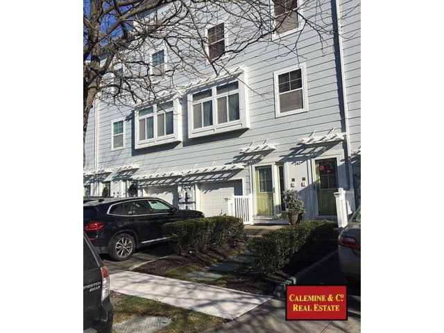 3 BR,  2.50 BTH  Apartment style home in Arverne By The Sea