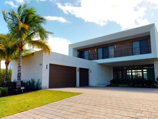 5 BR,  6.50 BTH  style home in Weston