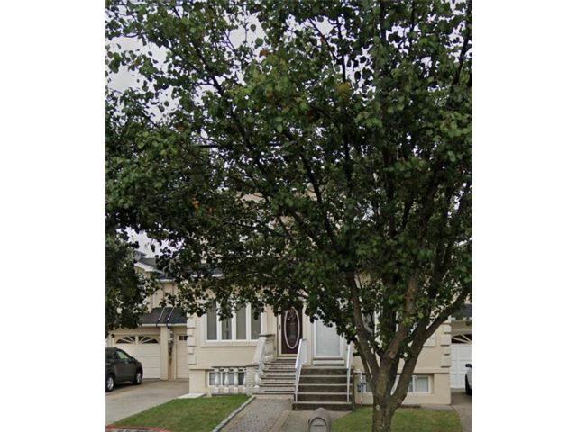 3 BR,  3.00 BTH Multi-family style home in Huguenot