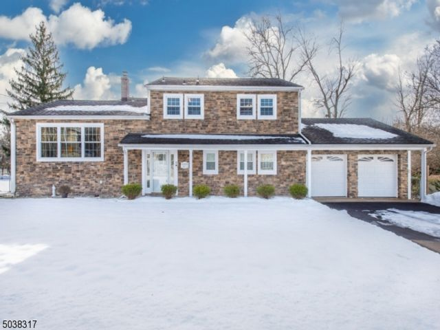 5 BR,  2.50 BTH Split level style home in North Caldwell
