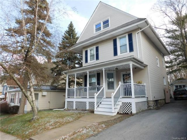4 BR,  1.00 BTH  Colonial style home in Middletown