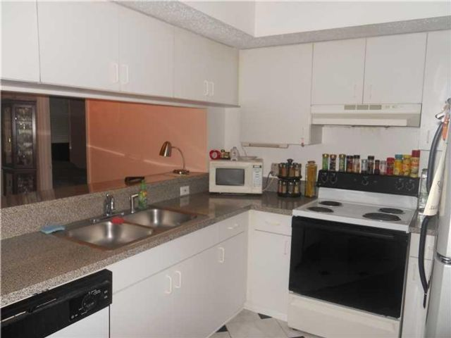 2 BR,  2.00 BTH   style home in Hollywood