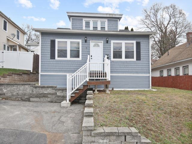 3 BR,  1.00 BTH  Bungalow style home in Worcester