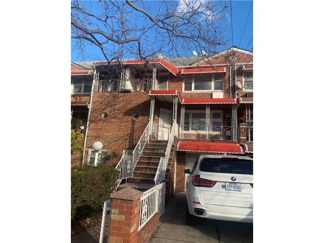 7 BR,  4.00 BTH Multi-family style home in Flatlands