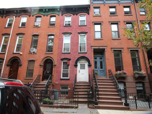 6 BR,  3.50 BTH  Rental style home in Brooklyn