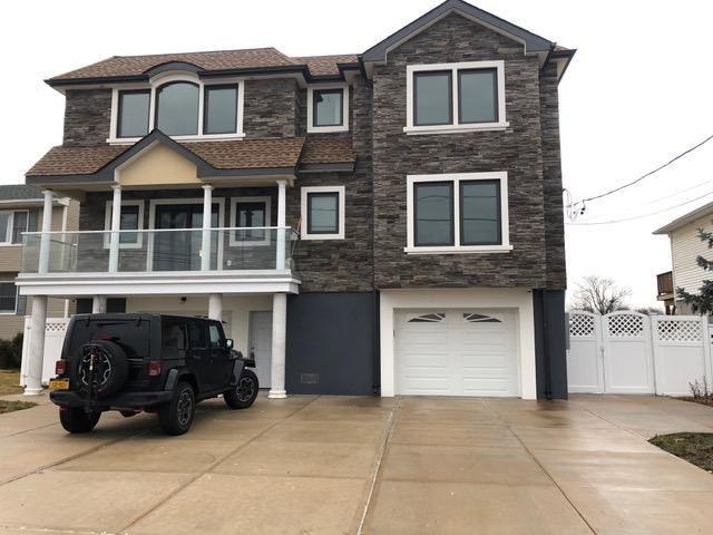 [Seaford Real Estate, listing number 6978875]