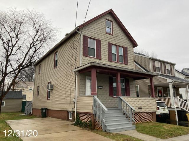 3 BR,  2.00 BTH  Colonial style home in Rahway