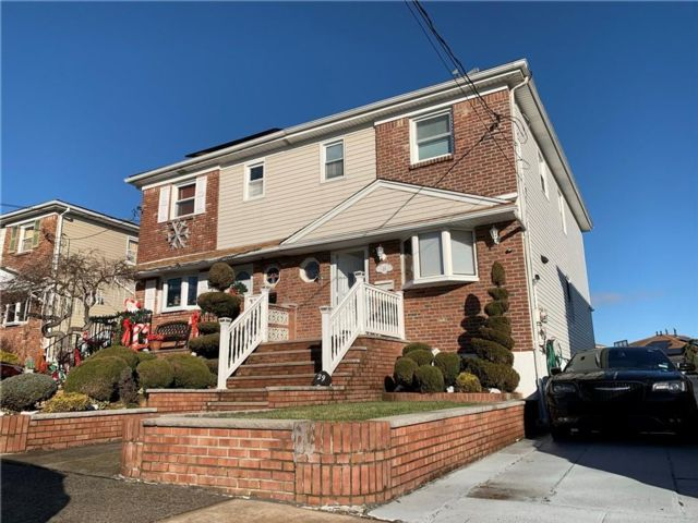 3 BR,  2.50 BTH Single family style home in Oakwood