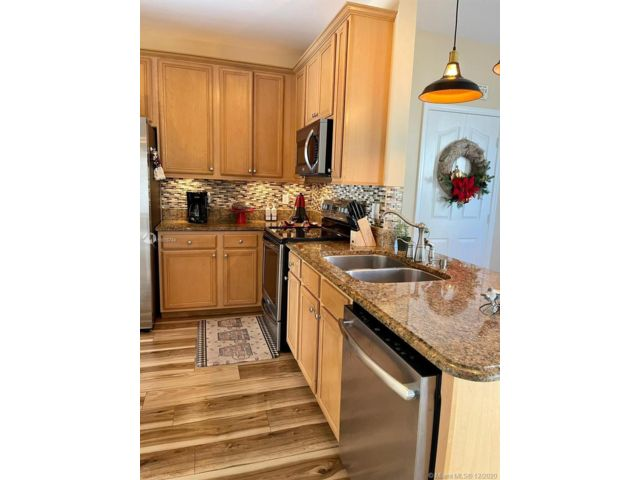 4 BR,  2.50 BTH  style home in Coconut Creek