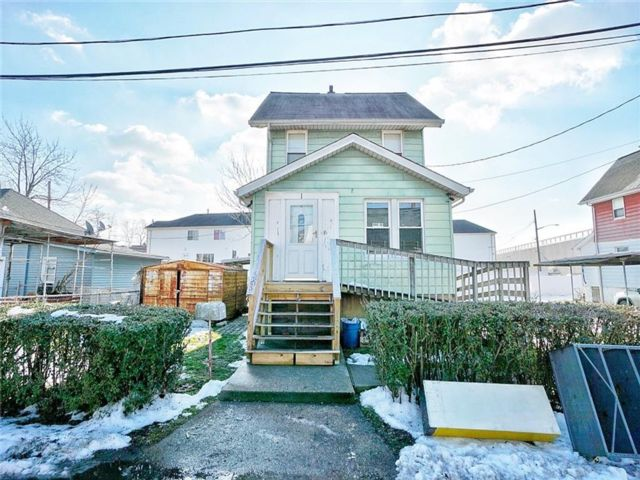 2 BR,  1.00 BTH Single family style home in Mariners Harbor