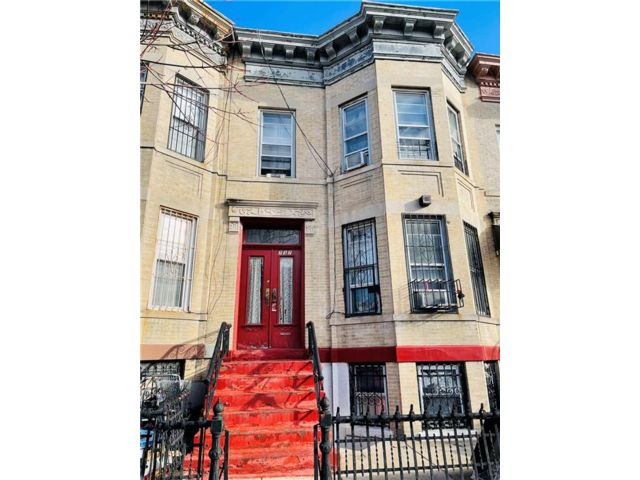 7 BR,  0.00 BTH  Multi-family style home in Sunset Park