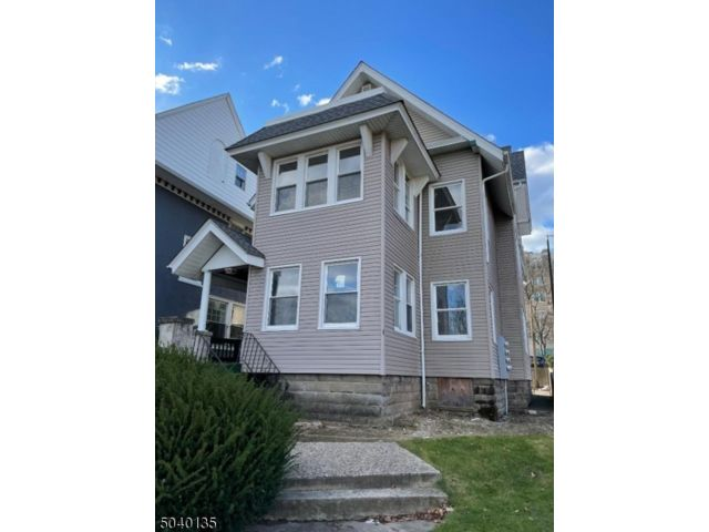 8 BR,  3.00 BTH Multi-family style home in East Orange