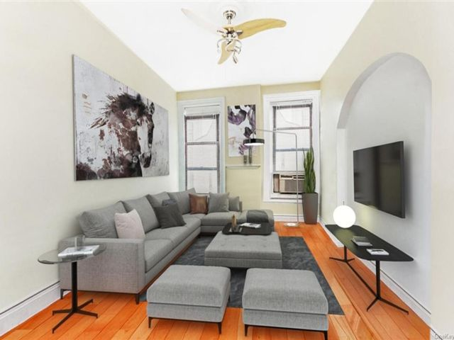 3 BR,  1.00 BTH House style home in New York