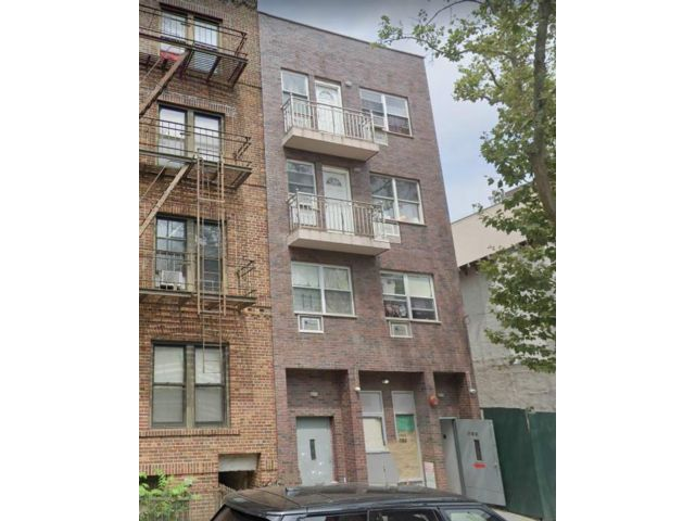 9 BR,  7.00 BTH  Multi-family style home in Sunset Park