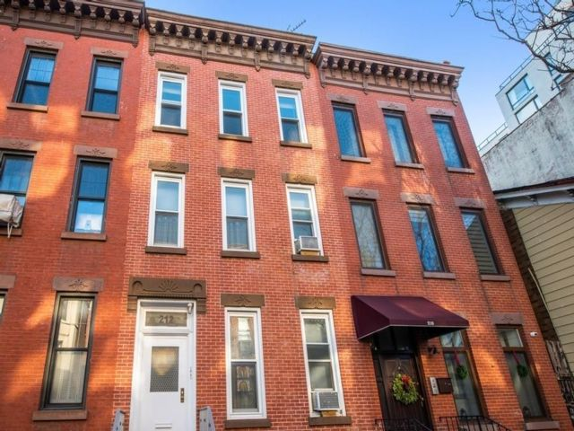 Studio,  0.00 BTH  Multi-family style home in Park Slope