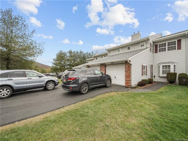 3 BR,  3.00 BTH Townhouse style home in Chester