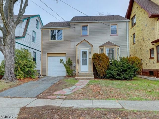 3 BR,  2.00 BTH  Colonial style home in West Orange
