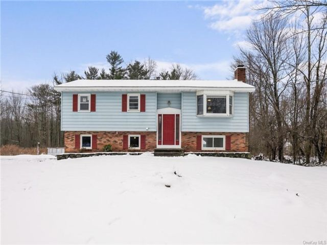 3 BR,  2.00 BTH  Raised ranch style home in Wallkill