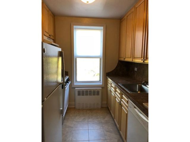 2 BR,  2.00 BTH   style home in New Dorp