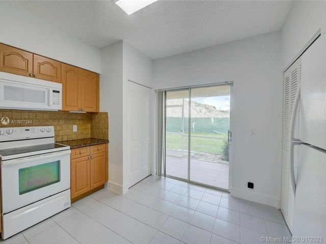 2 BR,  2.50 BTH  style home in Weston