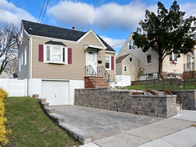 3 BR,  2.00 BTH Colonial style home in North Arlington
