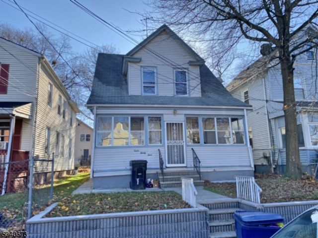 4 BR,  1.50 BTH Cape cod style home in Plainfield