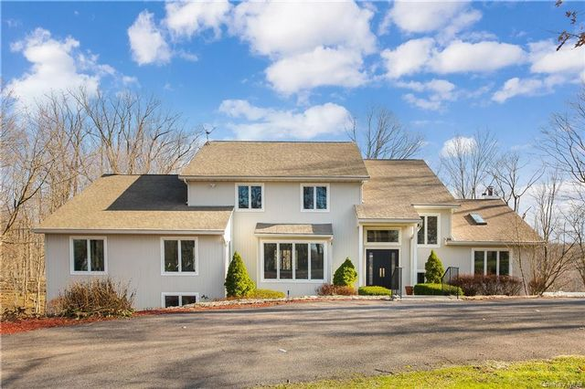 5 BR,  5.00 BTH Colonial style home in Mount Pleasant