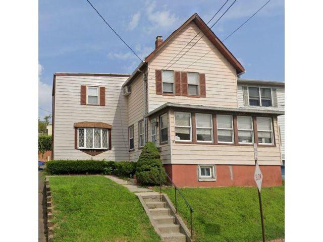 3 BR,  2.50 BTH 2 story style home in Kearny