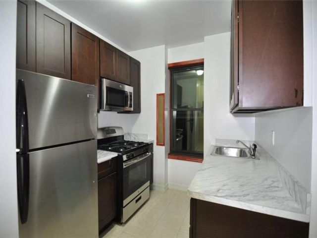 1 BR,  0.00 BTH Multi-family style home in Sunset Park