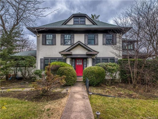 6 BR,  4.00 BTH  Colonial style home in New Rochelle
