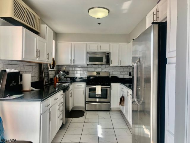 2 BR,  2.50 BTH  Duplex style home in East Orange
