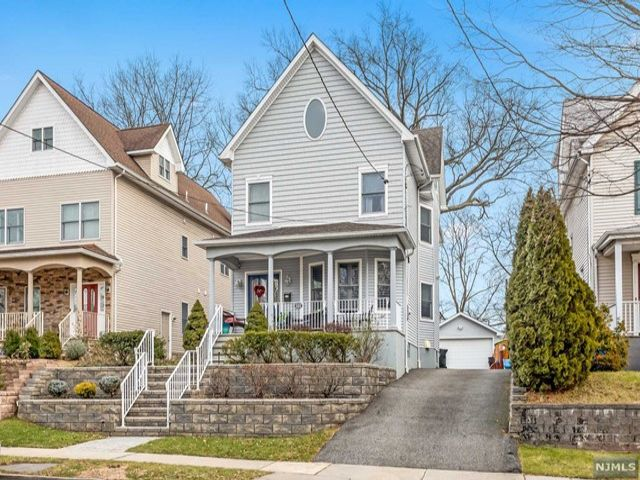 5 BR,  3.50 BTH  Colonial style home in Rutherford