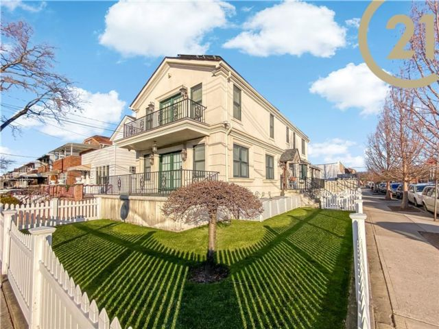 3 BR,  4.00 BTH Single family style home in Sheepshead Bay
