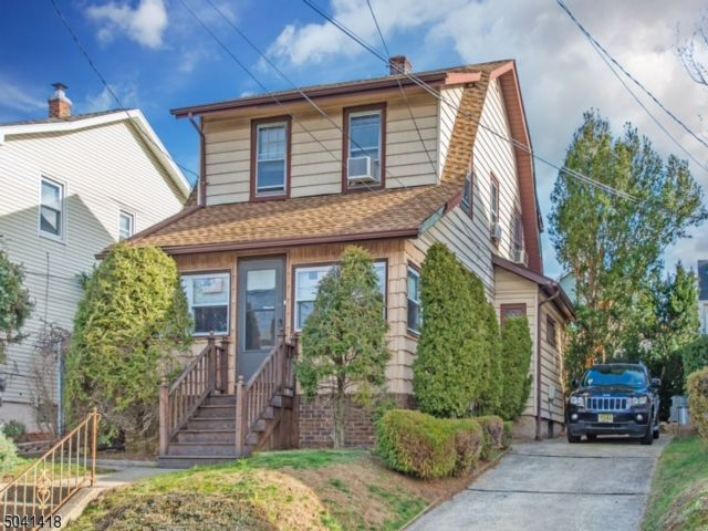 3 BR,  1.00 BTH Colonial style home in North Arlington