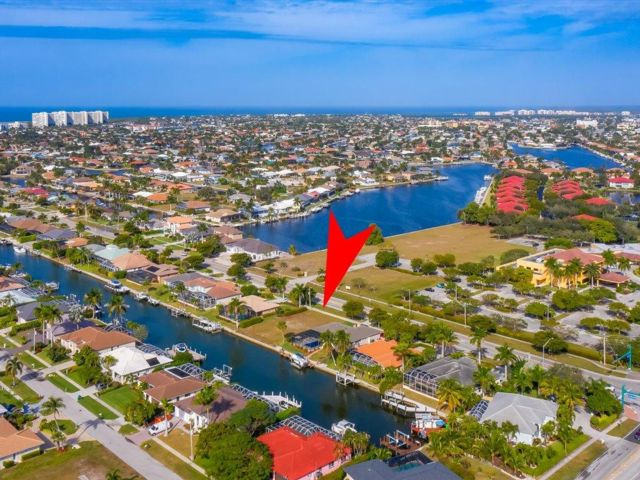 Lot <b>Size:</b> 80x125x80x125 Land style home in Marco Island