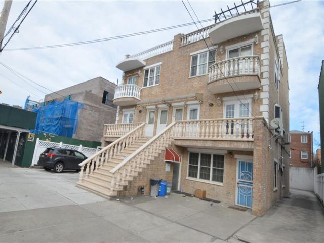 4 BR,  2.00 BTH Condominium style home in Dyker Heights