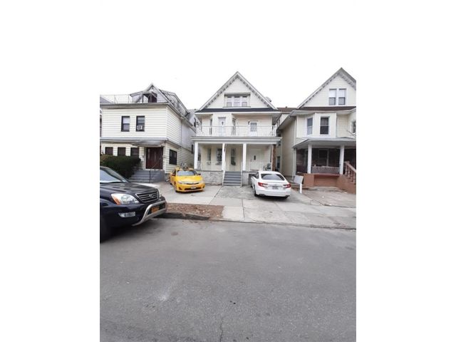 9 BR,  3.00 BTH Multi-family style home in Ditmas Park