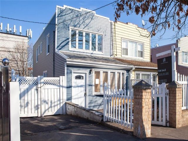3 BR,  4.00 BTH Single family style home in Canarsie