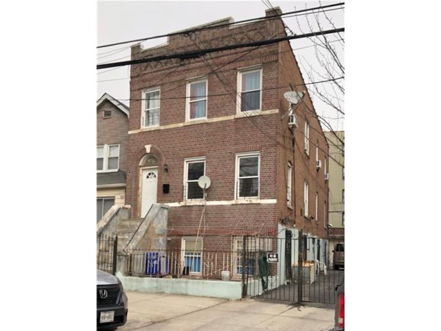 7 BR,  3.00 BTH 2 story style home in Soundview