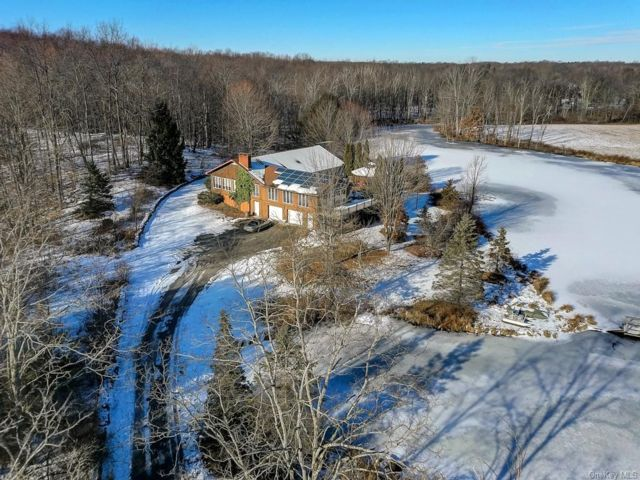3 BR,  3.00 BTH Ranch style home in Wallkill
