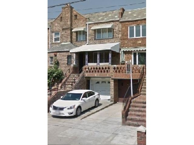3 BR,  1.50 BTH Apartment style home in Dyker Heights