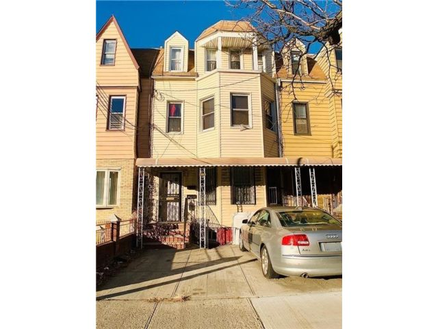 6 BR,  4.00 BTH  Multi-family style home in Lefferts Garden